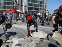 """مناصرو """"أمل"""" يلقون قنابل مولوتوف على قوات الأمن اللبناني"""