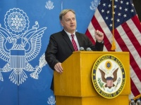 السفير الأمريكي لدى اليمن يؤكد على أهمية تنفيذ اتفاق الرياض