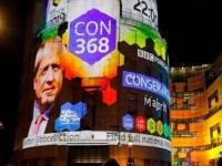 استطلاع يكشف فوز حزب جونسون بأغلبية صريحة بواقع 86 مقعدًا