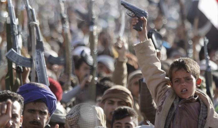 """الحوثيون و""""أسلحة صنعاء"""".. أكثر من مجدر تجارة"""