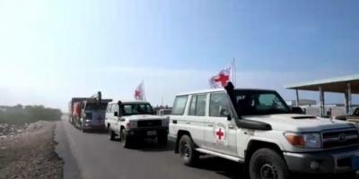 بالمخالفة لتعهداتها.. مليشيا الحوثي تنهب قافلة الصليب الأحمر بالدريهمي