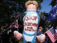 """محتجون يهتفون في لندن: """"جونسون ليس رئيس وزرائي"""""""