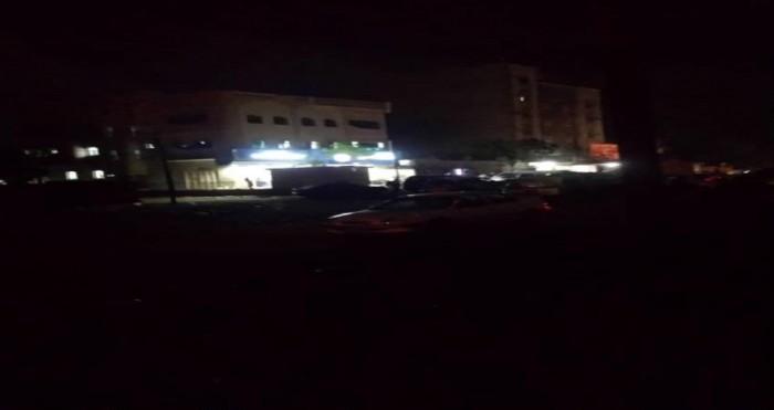 الظلام يكسو لحج وسط غياب الكهرباء
