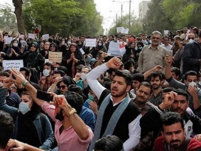 رغم إعلان إطلاق سراحهم.. آلاف الطلاب في إيران داخل المعتقلات