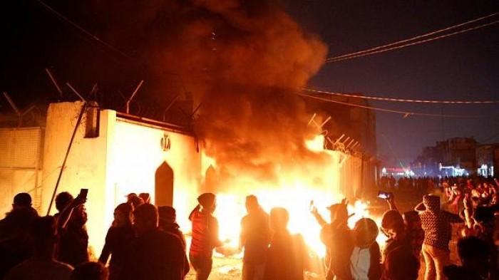 محتجون عراقيون يضرمون النار بمنزل مرشح محتمل لرئاسة الحكومة