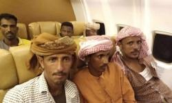 """بعد وصولهم أبوظبي.. """"قلاوة قلنسية"""" تحتفل بإلغاء حظر سفر أهالي سقطرى (فيديو)"""
