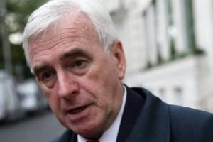 وزير المالية العمالي البريطاني يتنحى من منصبه بعد هزيمة حزبه