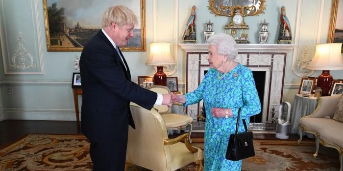 الخميس المقبل.. الملكة إليزابيث تحدد أجندة بوريس جونسون التشريعية