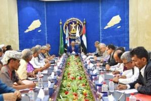 الرئيس الزُبيدي يُحيِّي مقاومة أهالي أبين لمخططات الإخوان (صور)