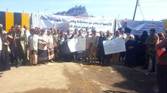 منتسبو الداخلية يتهمون حكومة الشرعية بإعاقة تنفيذ اتفاق الرياض