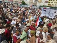 الشرعية تلعب بورقة المنتسبين لإرباك الجنوب وإفشال اتفاق الرياض