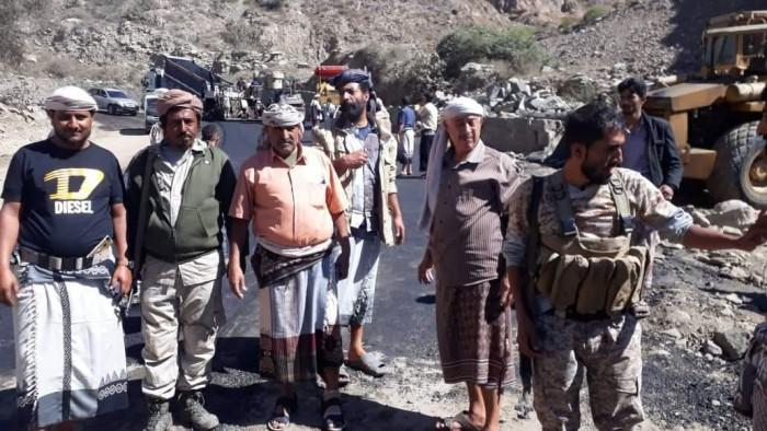 بن عطية يشيد بمشاريع التوسعة وسفلتة ثلاثة أروان في يهر لحج (صور)