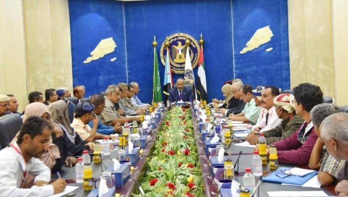 """القائد الزُبيدي يتلقى تقريرا عن خطط """"الانتقالي"""" في لحج"""