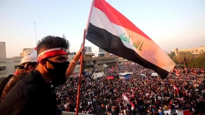 بالفارسية.. ناشط إيراني يدعم تظاهرات العراق ضد الملالي وهذا ما قاله عن اليمن