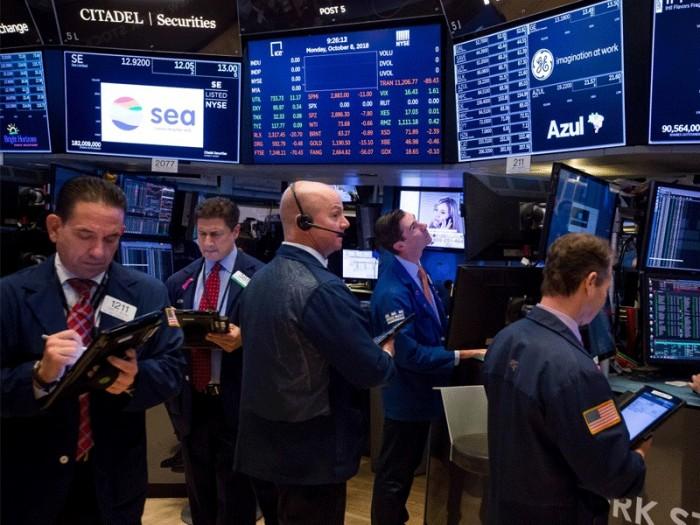 """الأسهم الأمريكية تواصل مكاسبها.. و""""داو جونز"""" يصعد 0.4%"""
