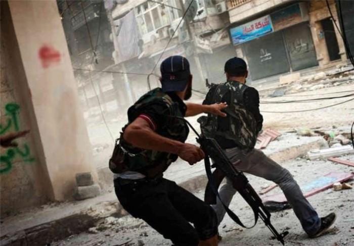 اشتباكات عنيفة بين قوات النظام السوري وفصائل مسلحة غربي حلب