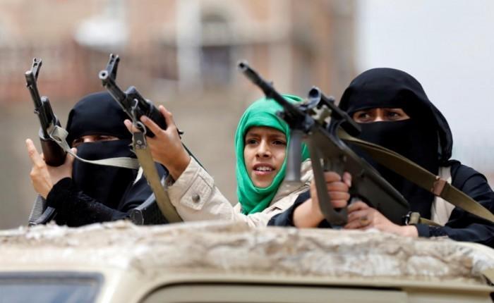 حربٌ على البالطوهات.. أي بطش حوثي لم يُرتكب ضد السيدات؟