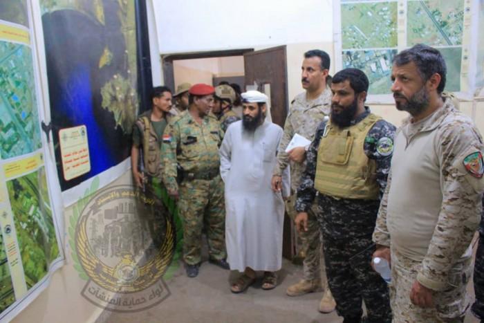 قيادي بارز بالتحالف العربي يزور مقر قيادة لواء حماية المنشآت الحكومية بعدن