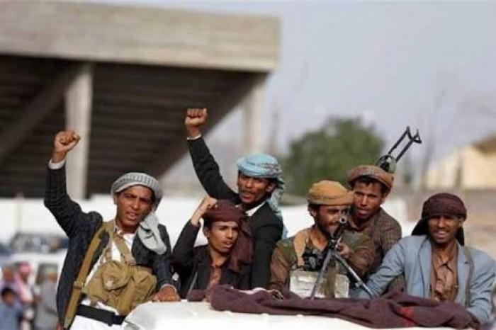 """مليشيا الحوثي تنهب مخازن """"الغذاء العالمي"""" في الحشاء"""