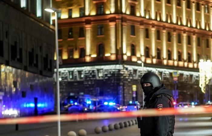 """مسلح يفتح النار من """"كلاشنيكوف"""" على مقر الأمن الفيدرالي الروسي"""