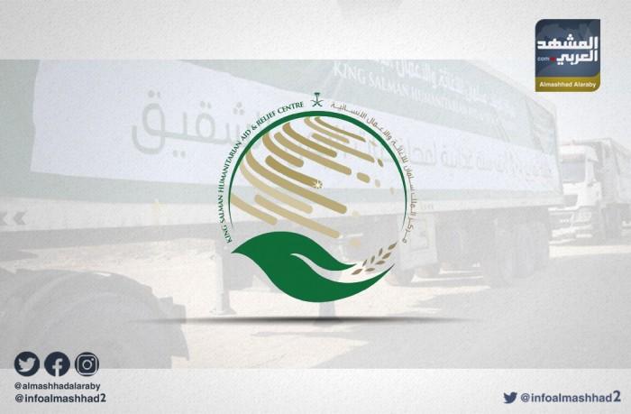 """حافلات مدرسية في المهرة.. """"تحفيز سعودي"""" يُشجع الفتيات على التعليم"""