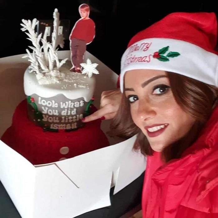 بشرى تحتفل بعيد ميلاد نجلها على طريقة بابا نويل (صور)