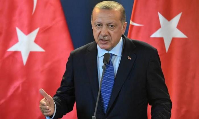 ضاحي خلفان مُحذرًا أردوغان: سترى وجع الضربات