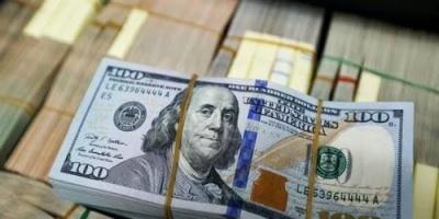 عالمياً.. الدولار يستقر قرب أعلى مستوى في أسبوعين