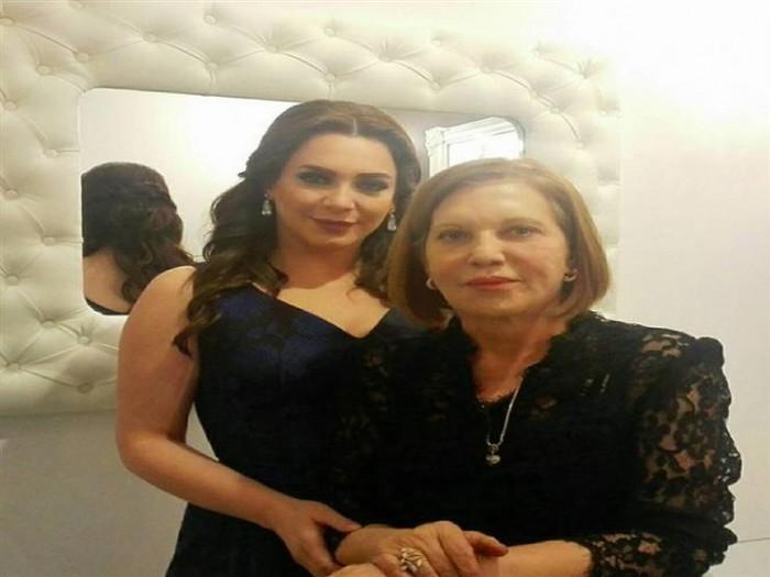 """""""كاتبة سورية كبيرة"""".. سلاف فواخرجي تحيي ذكرى ميلاد والدتها"""