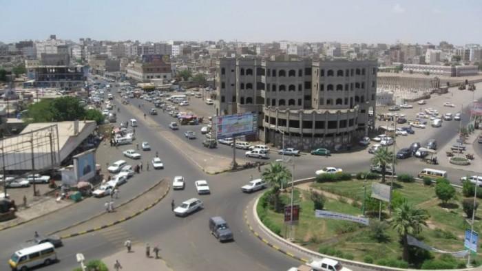 """حصار السيارات """"المخالفة"""".. خطوة جديدة على طريق تأمين عدن"""