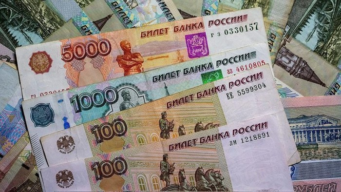 الروبل الروسي يواصل مكاسبه ويرتفع لأعلى مستوى منذ 2018