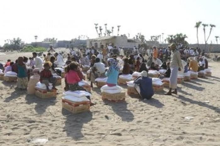 بدعم إماراتي..توزيع 22 طن من المواد الغذائية لأهالي النخيلة بالدريهمي (صور)