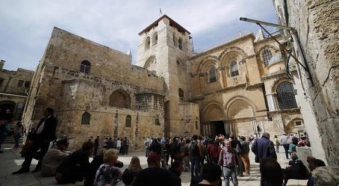 مسلح يقتحم كنيسة القيامة في القدس بسلاح أبيض