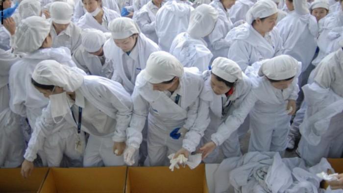 """عبر البضائع.. رسائل استغاثة عمال صينيين """"يائسين"""" تصل إلى الغرب"""