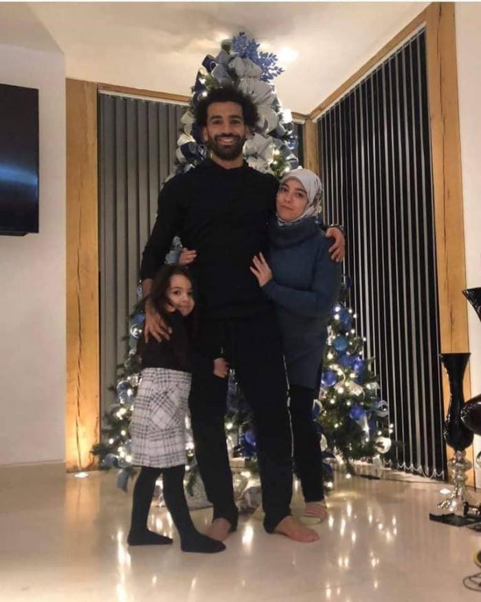 صلاح يحتفل بالكريسماس مع أسرته
