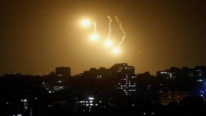 إسرائيل تطلق 3 قنابل مضيئة فوق بلدة لبنانية