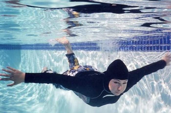 لهذا السبب.. مسلمات بألمانيا يعزفن عن النزول إلى حمامات السباحة