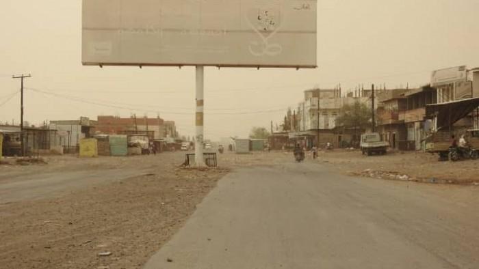 """بالهاون والهاوزر.. إرهابيو الحوثي يقصفون تمركزات """"المشتركة"""" في حيس"""