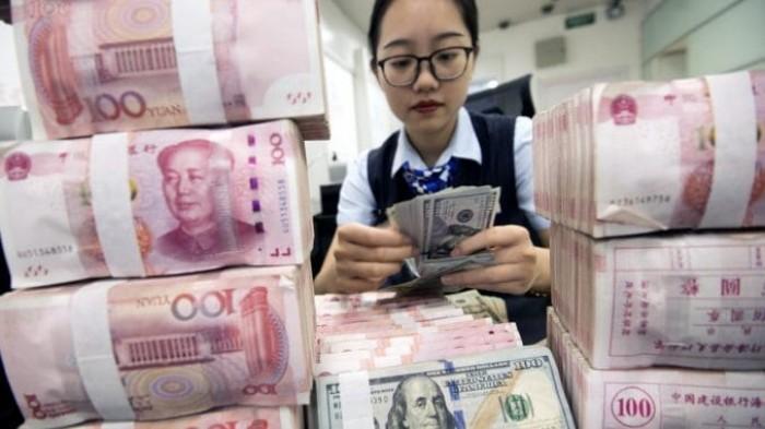 الين الياباني واليوان الصيني يترنحان أمام قوة الدولار