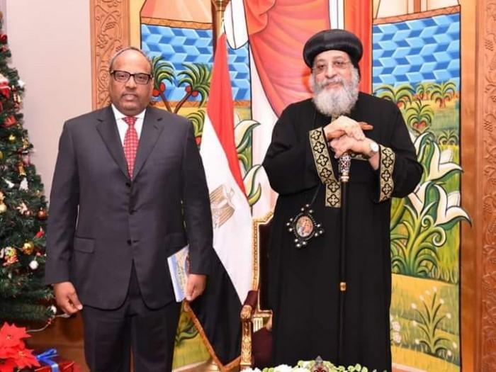 سفير الإمارات بمصر يزور الكاتدرائية المرقسية لتهنئة البابا تواضروس بعيد الميلاد