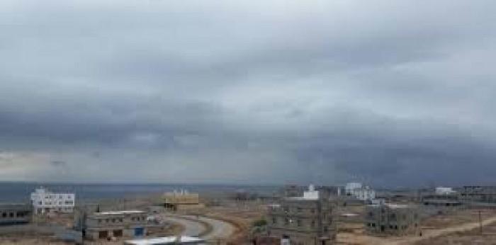 توقعات بسقوط أمطار على سواحل حضرموت والمهرة غدا