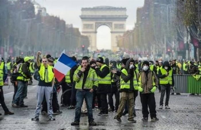 اشتباكات بين محتجين والشرطة في باريس
