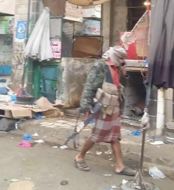 قيادات الإخوان تنشر عصابات في أسواق تعز لابتزاز التجار (صور)
