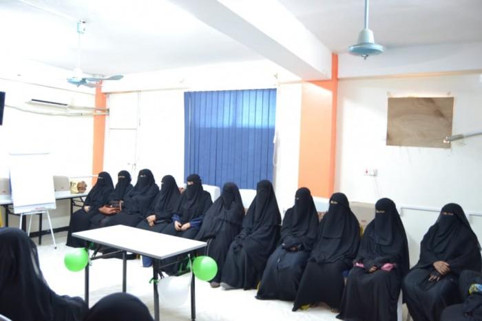 لإعالة أسرهن.. دورتان في التجميل والخياطة لـ 50 سيدة في عدن (صور)