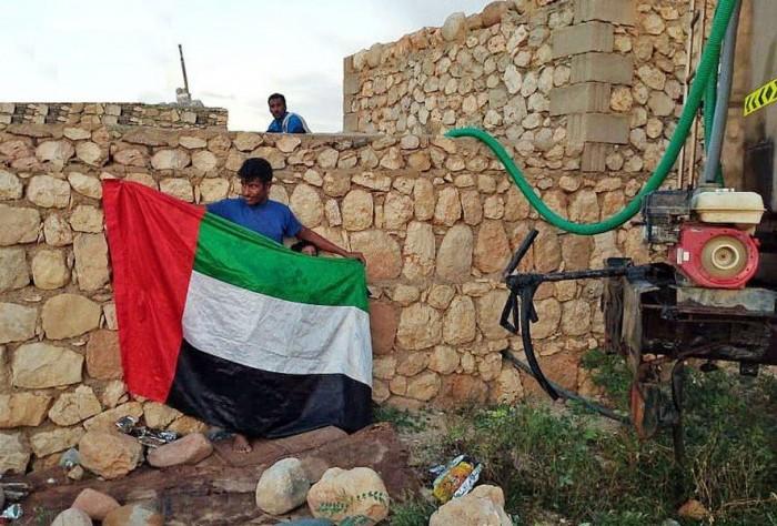 سقيا الأمل تواصل مد ساحل سقطرى الغربي بالمياه العذبة