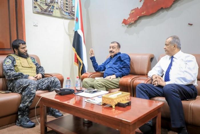 """رئيس الجمعية الوطنية يناقش مع """"بن عفيف"""" حماية المنشآت بالعاصمة عدن"""
