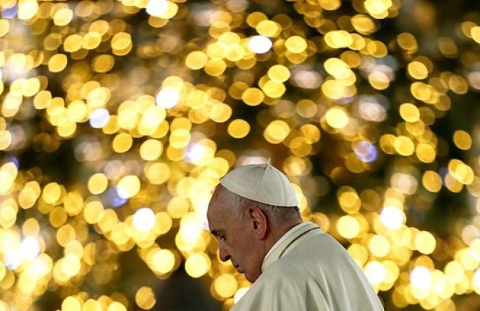 بابا الفاتيكان يترأس صلاة الغروب في كنيسة القديس بطرس في روما