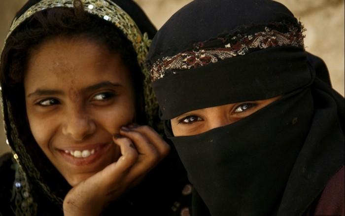 """جريمة المليشيات """"المؤسفة"""".. قصة فتاة اختطفها شيخ حوثي قبل زفافها"""