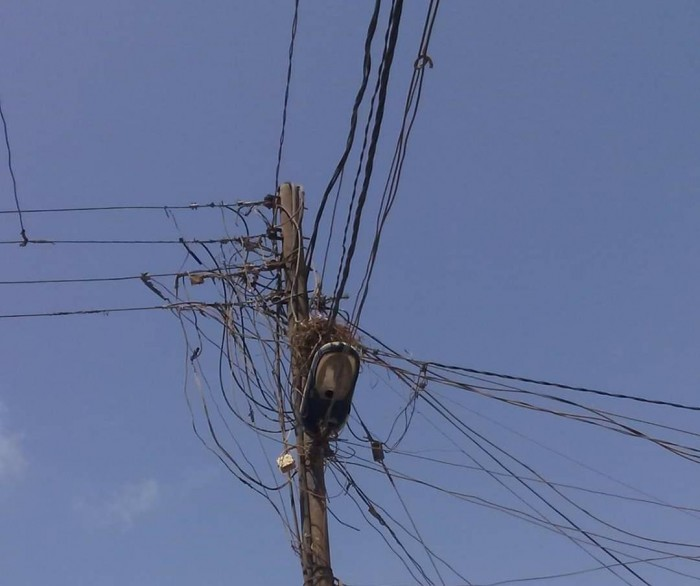 تحذيرات من انتشار ظاهرة العشوائيات بالمنظومة الكهربائية في العاصمة عدن