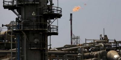 الكويت تخفّض إنتاجها النفطي بنحو 55 ألف برميل يوميًا